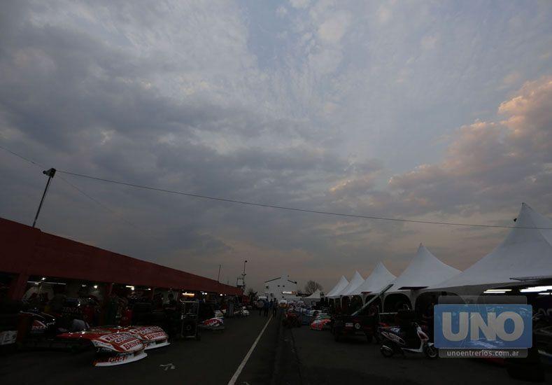 El cielo se mostró amenazante ayer.   Foto UNO/Diego Arias