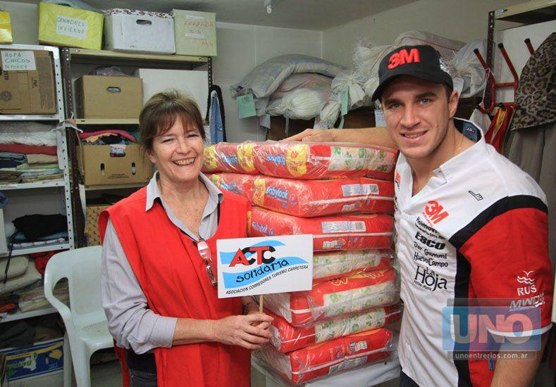 Mariano Werner representó a la categoría en la entrega de la donación. Foto UNO/Juan Ignacio Pereira
