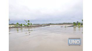 Navegar. Piden recaudos para no afectar a población costera. Foto UNO/Mateo Oviedo
