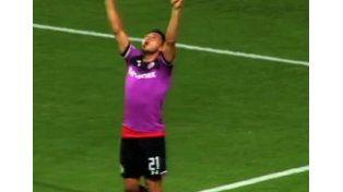 Triverio hizo un gol y se lo dedicó a Barisone