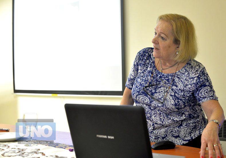 Prioridades. La economista Mary Grunfeld explicó algunos puntos para mejorar la rentabilidad en la cocina. Foto UNO/Mateo Oviedo