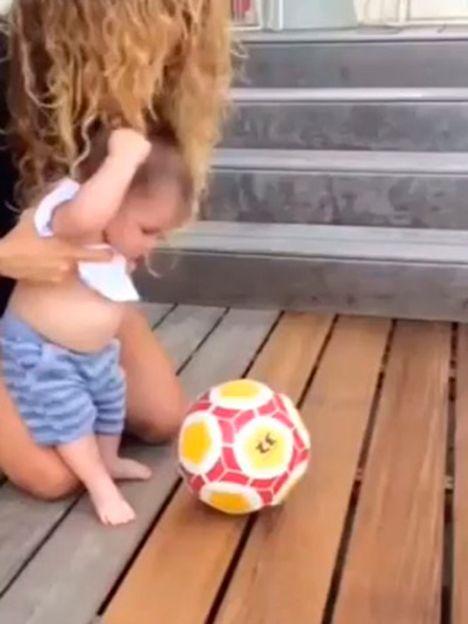 El bebé de Shakira, un pequeño crack con la redonda