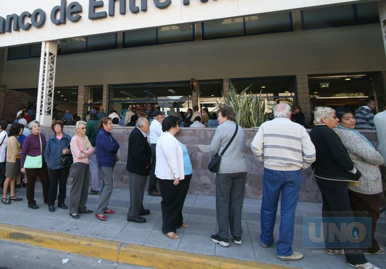 En la primera semana de agosto los trabajadores estatales cobrarán los sueldos de julio