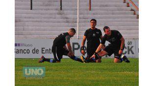 La terna. El árbitro principal fue Rubén Nadalín y estuvo acompañado por Daniel Zamora y Maximiliano Durán.  Foto UNO/Juan Manuel Hernández