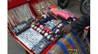 Un joyero enloqueció y prendió fuego el puesto de un mantero haitiano que estaba a metros de su local