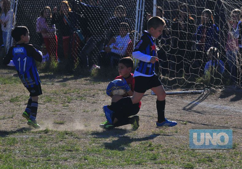 La categoría 2006 de Belgrano celebró el campeonato.  Foto UNO/Juan Manuel Hernández