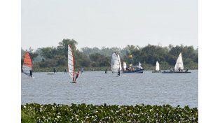 Puesta en escena.  Fue una gran tarde para salir a navegar en la laguna de Bajada Grande.