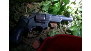 Tras una persecución policial detuvieron a dos personas y secuestraron un arma de fuego