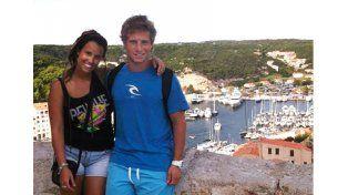 Con su novia. Juan junto a Daniela. Ambos disfrutan de conocer Europa.