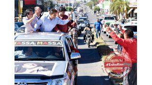 """Caravana. El precandidato de UNA visitó la """"Capital del citrus""""."""