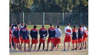Cervilla habló con todo el plantel como es habitual al comenzar cada entrenamiento.