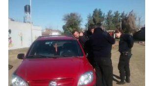 El agente fue demorado por los uniformados de la comisaría de Fray Luis Beltrán.