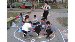 Las artes ganaron la calle para que los chicos jueguen