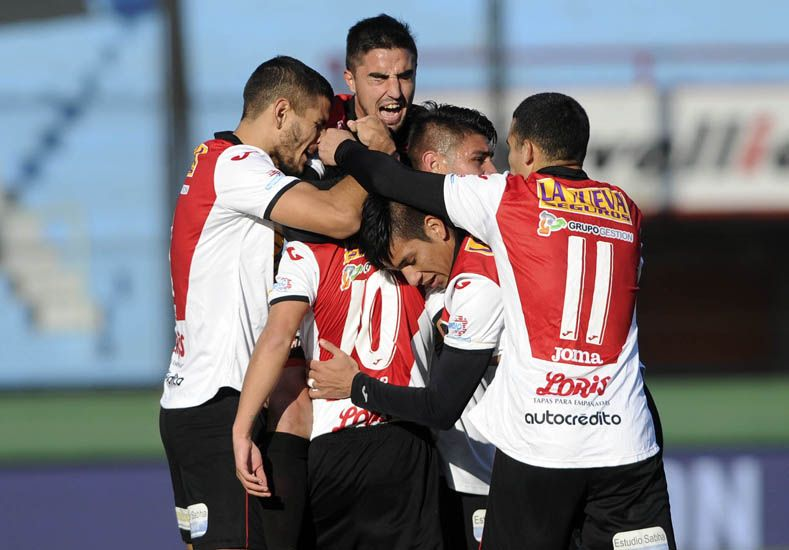 Chacarita sigue a paso firme