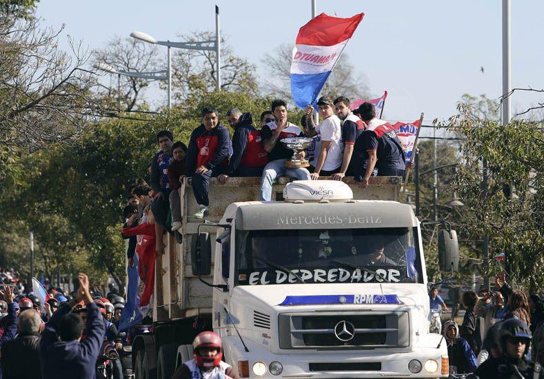 EL RECIBIMIENTO. El plantel de Quimsa fue recibido por una multitud tras su regreso de Comodoro Rivadavia.