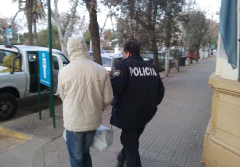 Detenido con pedido de captura fue trasladado a Buenos Aires