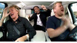 Rod Stewart y su karaoke en auto
