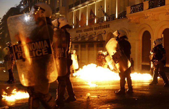 Disturbios e incidentes frente al Parlamento griego por el ajuste europeo