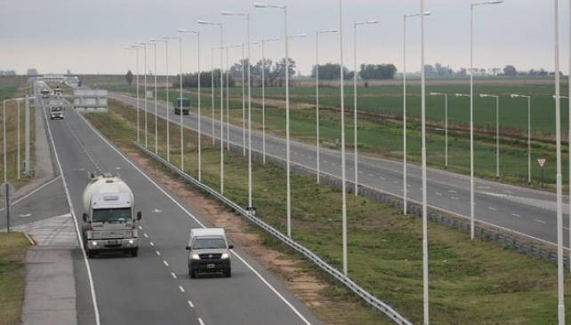 La colisión se produjo de madrugada en la autopista Rosario-Córdoba.