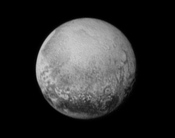 """Enano. Plutón en una foto tomada por la nave """"New Horizons"""" de la Nasa."""