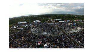 Con una misa frente a medio millón de fieles, el Papa concluye su gira