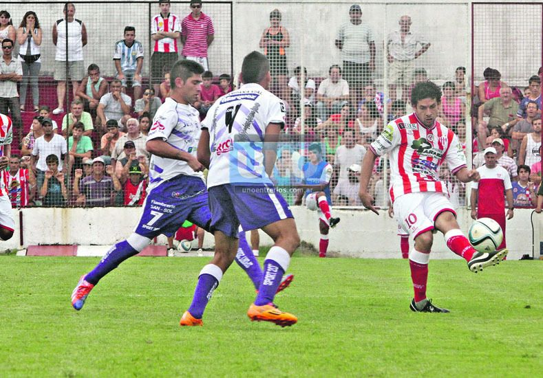 La salida de  Ekkert obedece a una modificación táctica impuesta por el DT Edgardo Cervilla. (Foto UNO/Diego Arias)