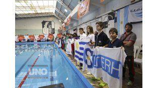 La competencia cuenta con la presencia de más de 560 nadadores de todo el país.   Foto UNO/Diego Arias