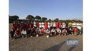 Unidos. Los dos equipos del torneo de Bajada Grande se unieron en el mismo reclamo por el trabajador. Foto UNO/Diego Arias