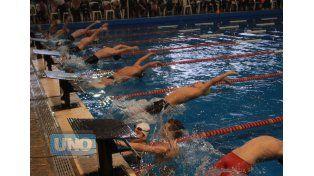 La pileta del CAE recibirá durante cuatro días a más de 500 nadadores de todo el país.  Foto ovación/Diego Arias