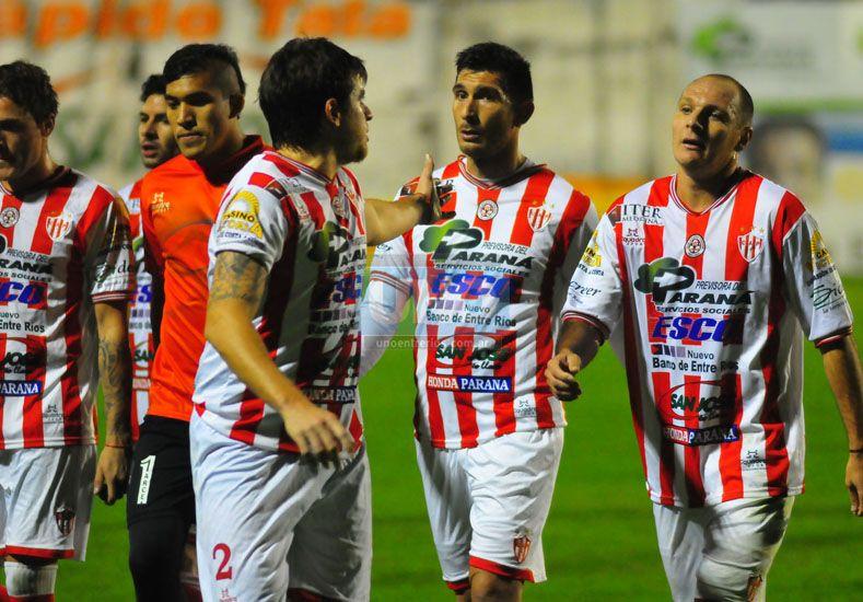 Atlético Paraná cosechó su tercera derrota consecutiva