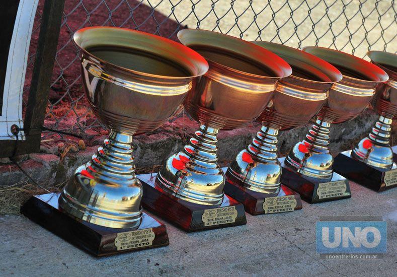 Preparadas. Las categorías estarán por segunda vez en el trazado del CVE y las copas esperan por sus ganadores.     Foto UNO/Juan Manuel Hernández