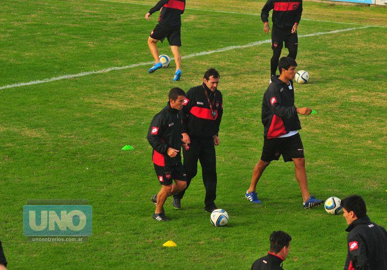 Chitero va de titular en lugar de Jara (lesionado). El Checo no era de la partida desde la fecha 15 con Instituto.   Foto UNO/Juan Manuel Hernández
