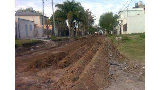 Asfaltan calles transversales a Gobernador Mihura