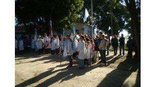 Cada escuela de la zona festeja una fecha patria e invita al resto a participar. Fotos de 2014