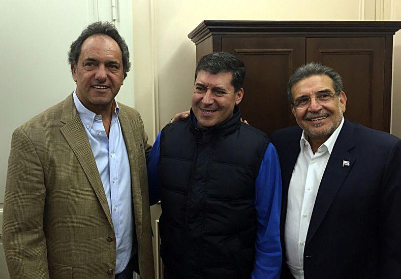 Scioli con el candidato a la Gobernación del FpV. (Foto: Télam)