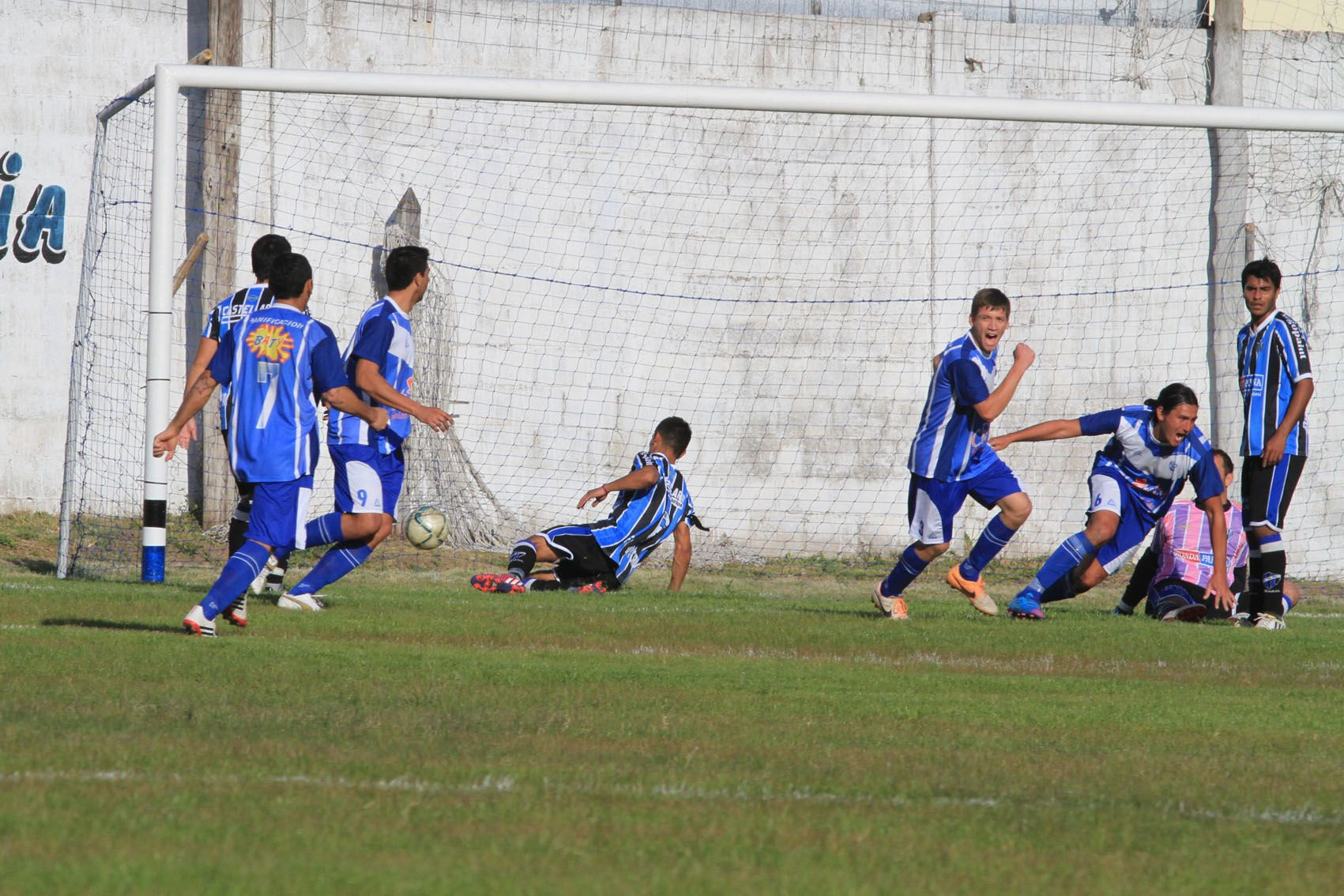 Sportivo Urquiza se quedó con el clásico y se metió en semifinales