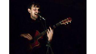 Riojano. El cantautor cuyano Ramiro González traerá sus canciones a Paraná.