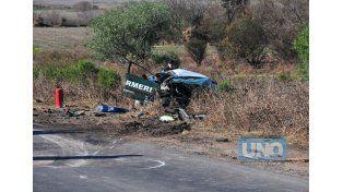 El móvil de Gendarmería quedó destrozado en una de las banquinas. Foto: UNO/Juan Manuel Hernández