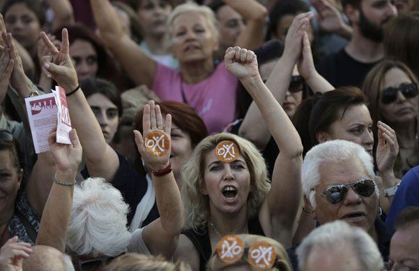 Las dos plazas mostraron ayer a una sociedad griega profundamente dividida. Mañana se verá quién impone su criterio.