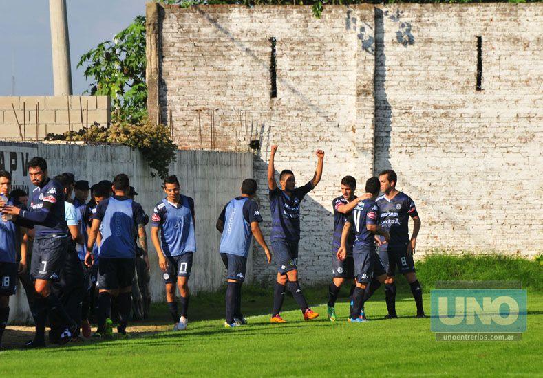 Modón le anotó un gol al Gati en su ciclo en la Lepra mendocina .  Foto UNO/Juan Manuel Hernández