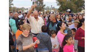 Convocatoria. La plaza del pueblo estuvo colmada el sábado. En el cierre actuó Uriel Lozano.