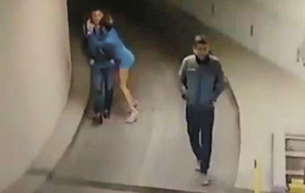 Un video que ayer se viralizó en las redes sociales muestra a Vicky y su novio rosarino en el estacionamiento de un complejo local de edificios.