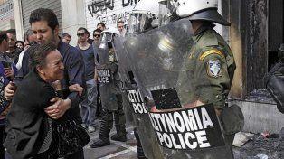 El gobierno argentino se solidarizó con Grecia y advierte que los fondos buitre buscan rapiñarlos