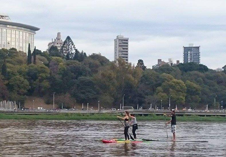 El río está lleno de tablas, más allá de que afuera sea invierno