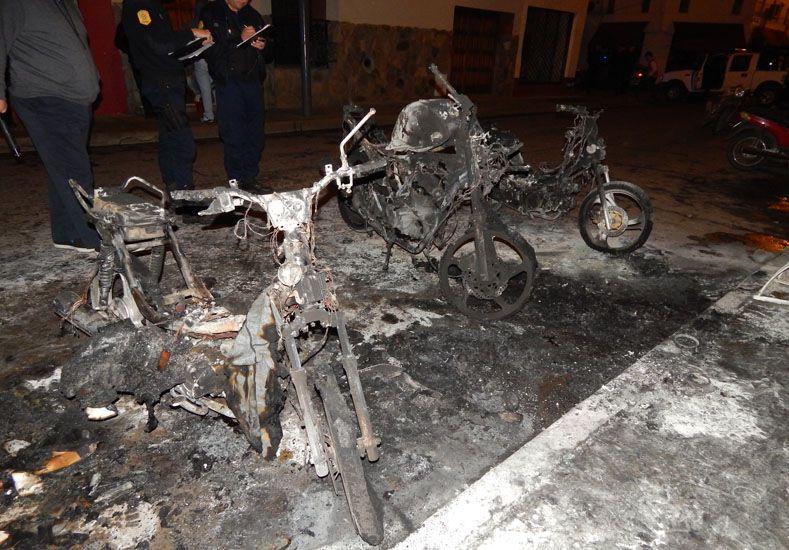 Detienen un hombre por incendiar tres motos