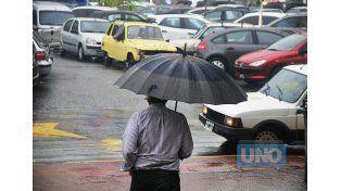 Prevenidos. Habrá que salir con paraguas y algo de abrigo.  Foto UNO/Juan Manuel Hernández