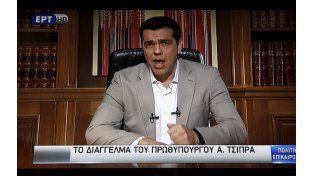 """frontal. Tsipras hizo un discurso a la nación en el que denunció que la UE """"intenta reprimir la voluntad del pueblo""""."""