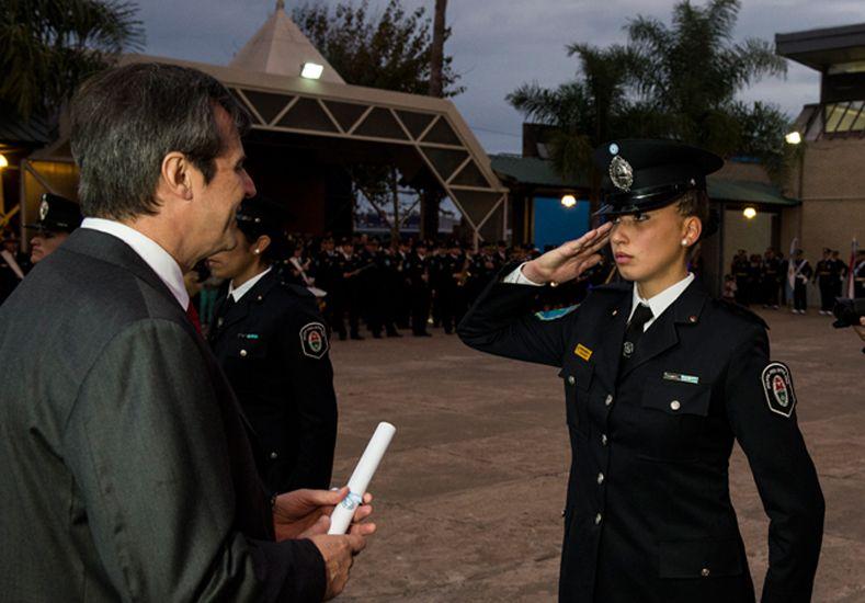 Egresaron 53 nuevas agentes femeninos de Policía
