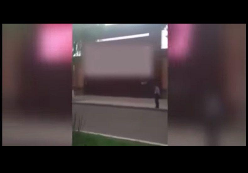Encargado de monitorear publicidad callejera emitió un video porno en pantalla gigante