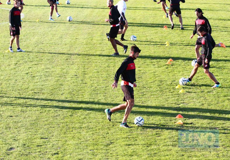 Marcos Minetti será de la partida en el Rojinegro para cumplir la función de doble volante central.  (Foto: UNO/Diego Arias)